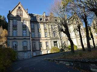 Château XIXe en station Thermale
